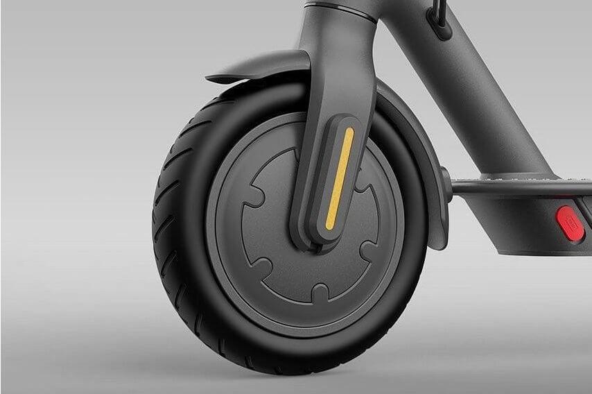 Přední kolo je osazené elektronickou E-ABS brzdou, při nouzovém brždění nedojde k zablokování