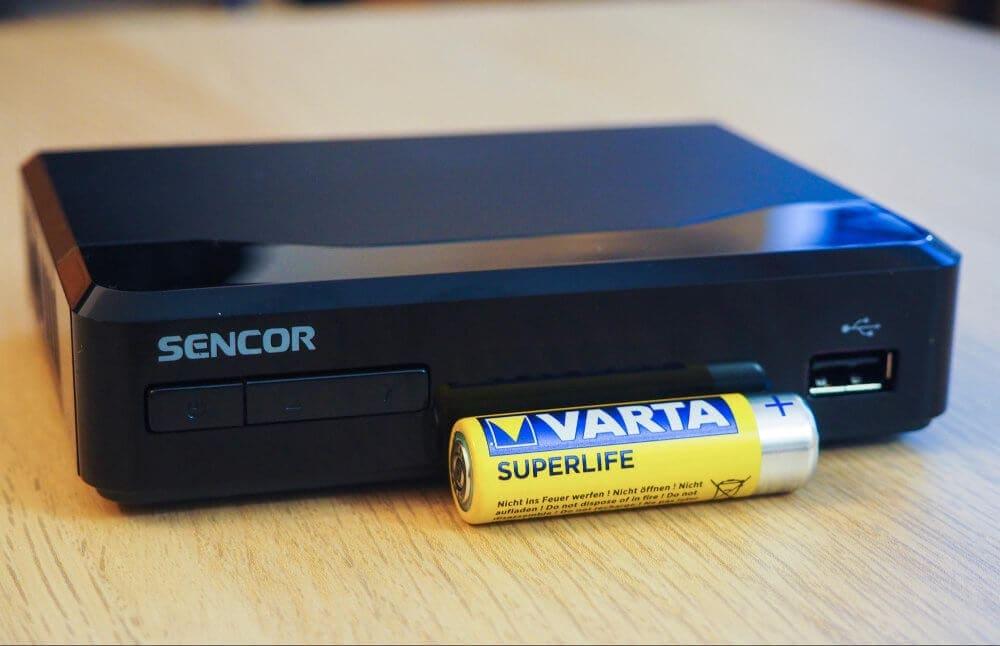 AA baterie vám pomůže přiblížit rozměry set-top boxu