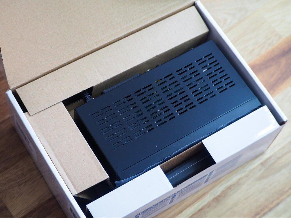 Přepravy poštou se nemusíte bát, set-top box je poměrně dobře chráněn