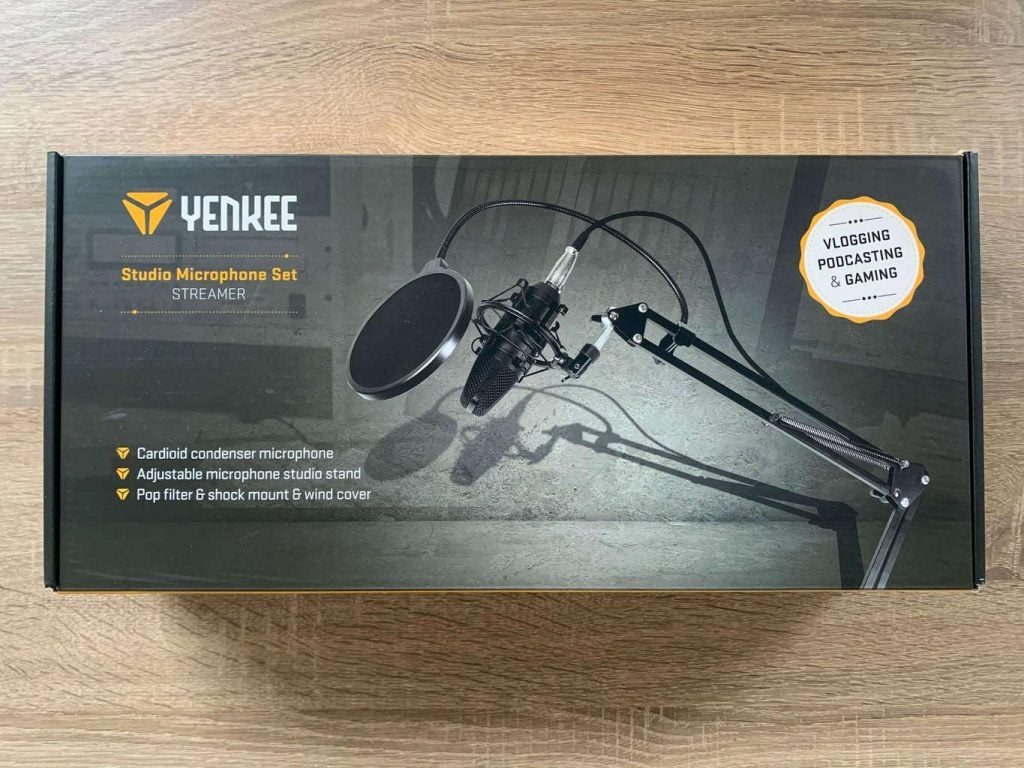 Mikrofon dorazí v poměrně lehké krabici