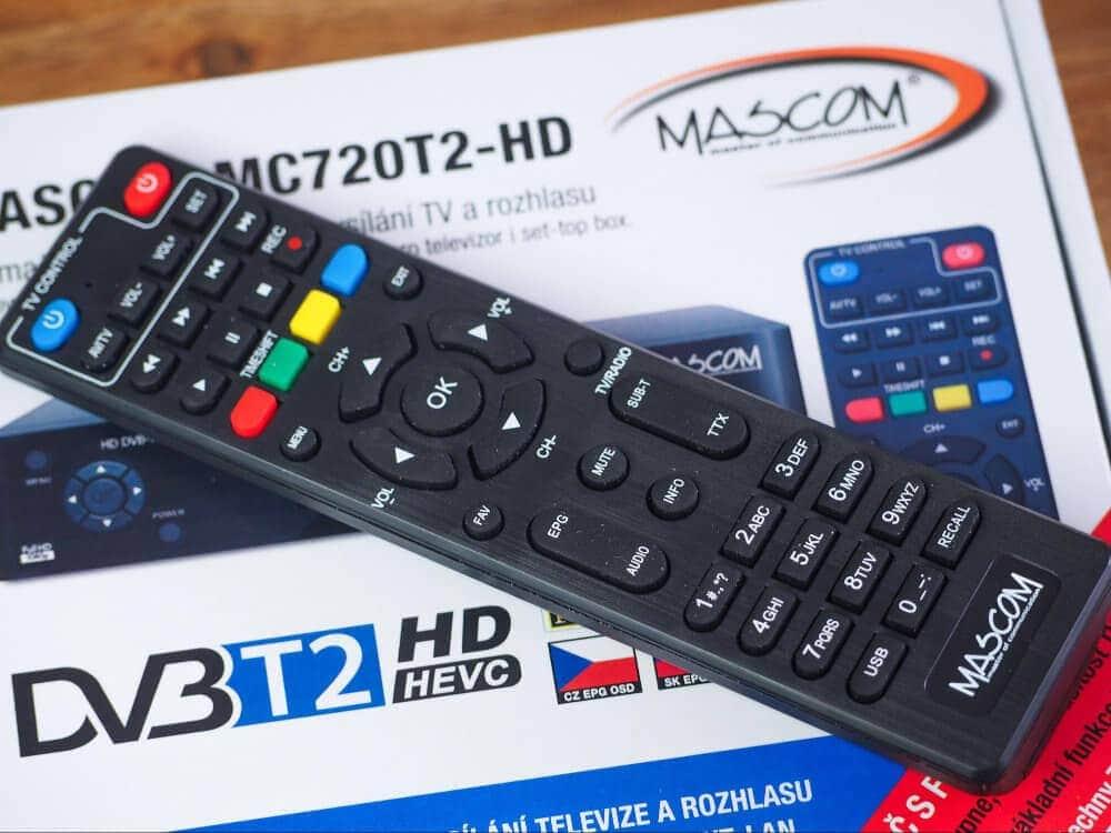 Ovladačem můžete ovládat jak set-top box tak televizor