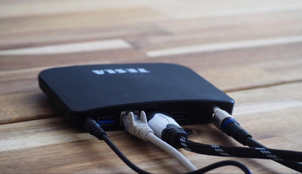 Internet nemusíte připojovat kabelem, set-top box disponuje WiFi modulem