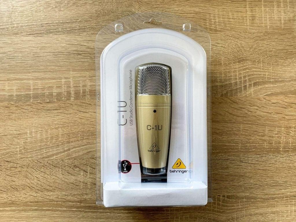 Mikrofon se prodává v plastovém obalu