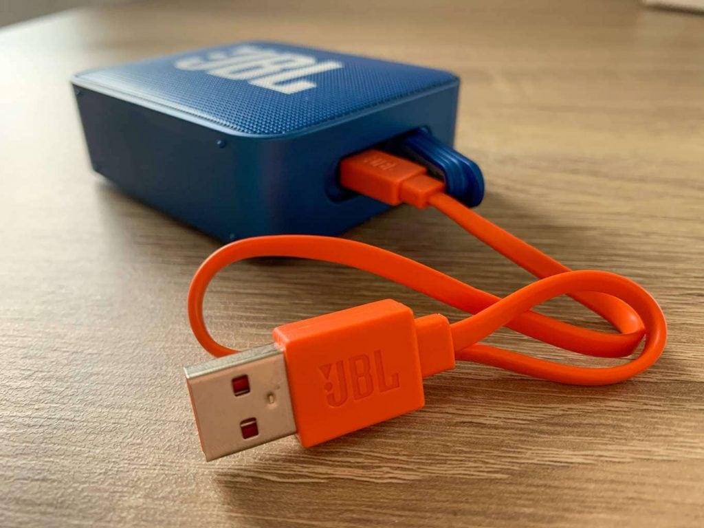 Napájecí kabel snadno poznáte